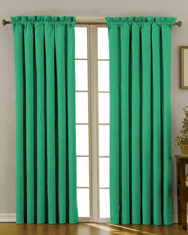 Kelly Green Curtains With Light Gray Grasscloth Walls: Kelly Green Curtains